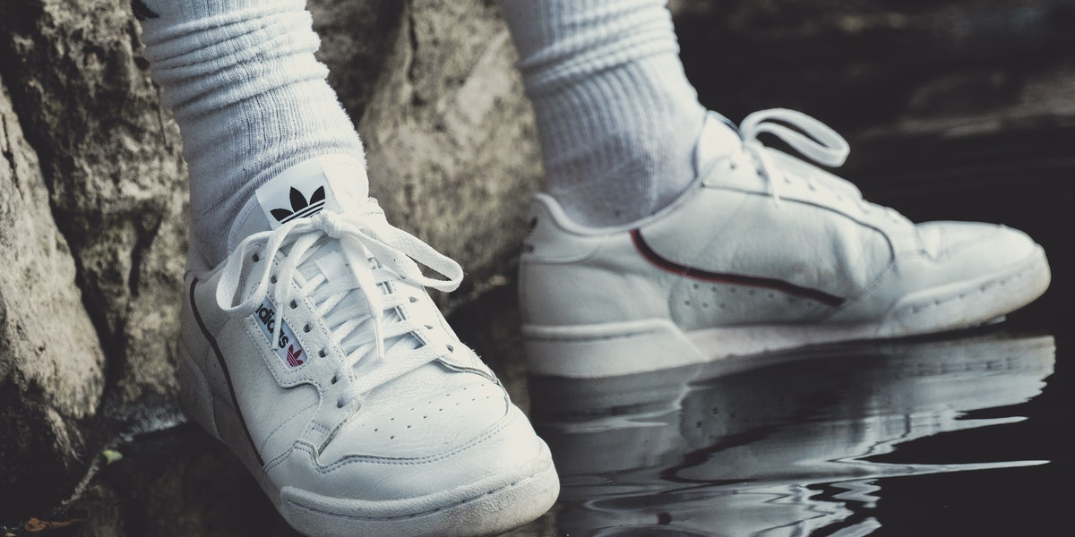 How to Clean White Tennis Shoes with Baking Soda